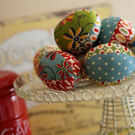 Easter Decorations _  Fabric Easter Eggs with easy free pattern