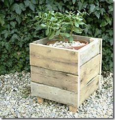 recycled pallet furniture: wooden pallet planter