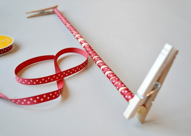Howto Curl Grosgrain ribbon Wrap around dowels