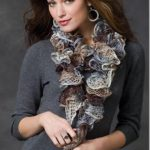 swirl yarn scarf knitting pattern - featured at FineCraftGuild