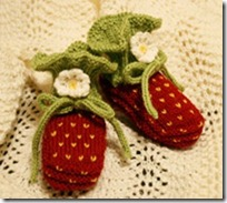 knitted_strawberry_booties