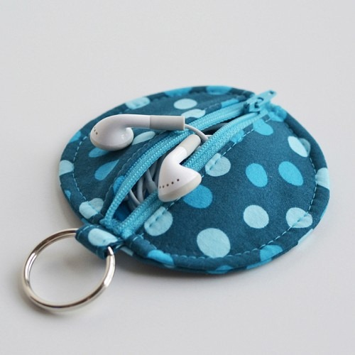 iPhone Accessories : Earbuds Bag Pattern
