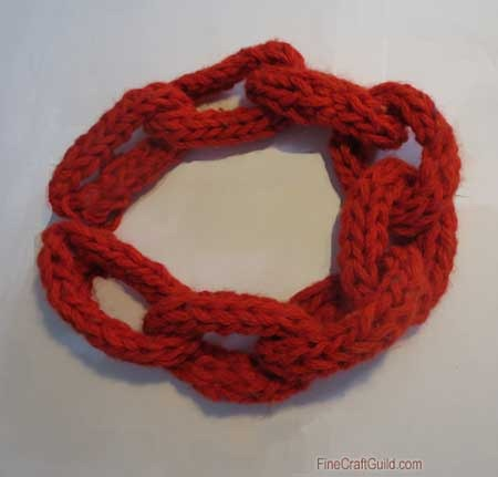Finger knitting projects :: finger knitting necklaces :: FineCraftGuild.com