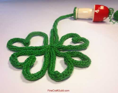 finger knitting st patrick s day crafts