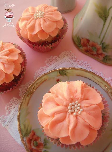 Dahlia Cupcakes: So pretty!