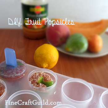 diy fruit popsicles :: food kids can make