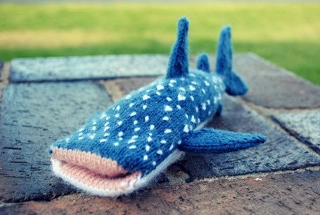 Whale Shark free knitting pattern  :: shark crafts diy :: free tutorials :: FineCraftGuild.com