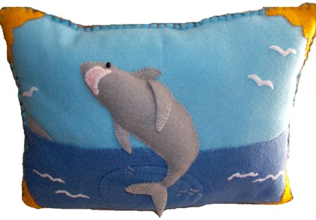 felt shark pillow  :: shark crafts diy :: free tutorials :: FineCraftGuild.com