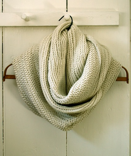 Pattern For Infinity Scarf To Knit : Herringbone Infinity Scarf :: Free Knitting Pattern