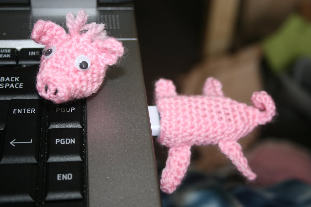 Cute Piggy USB Stick Cozy Free Crochet Pattern