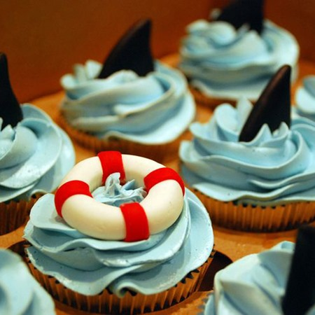shark cupcakes - DIY shark crafts