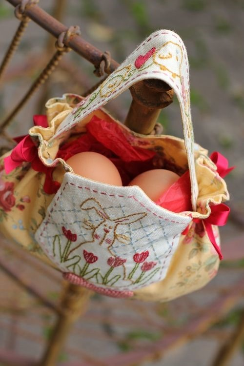 Embroidered Easter eggs bag sewing pattern