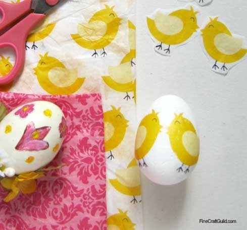 how to make tissue paper decoupaged eggs :: easter eggs table centerpiece