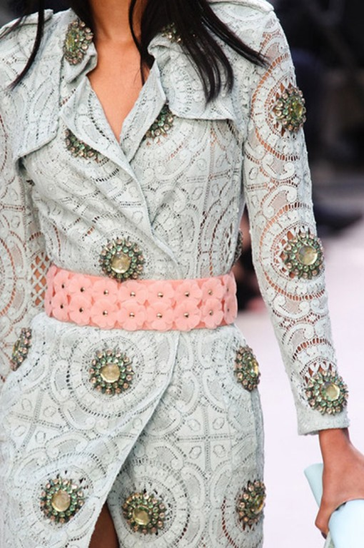 flower_applique_belt_runway