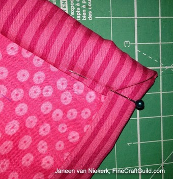 how to pin mitered quilt corners :: free online quilting workshops