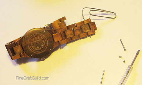how to adjust straps on wooden watches
