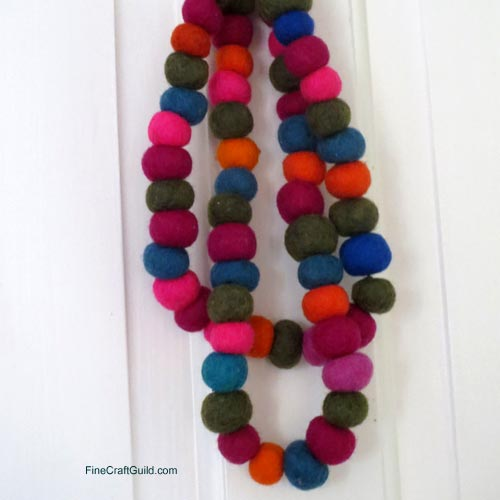 super-fun pom pom crafts :: pom pom necklace tutorial :: FineCraftGuild.com