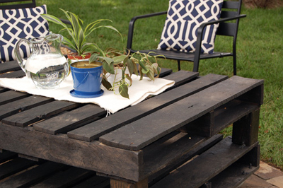 Pallet coffee table diy :: FineCraftGuild.com