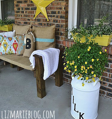 Pallet patio bench DIY :: FineCraftGuild.com