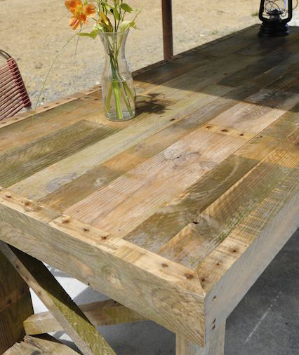 recycled pallet farm table