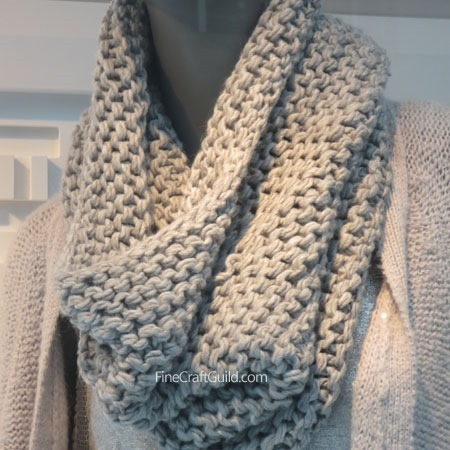 super chunky infinity scarf knitting pattern :: Finecraftguild.com
