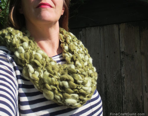 Chunky infinity scarf womens knitting pattern :: FineCraftGuild.com