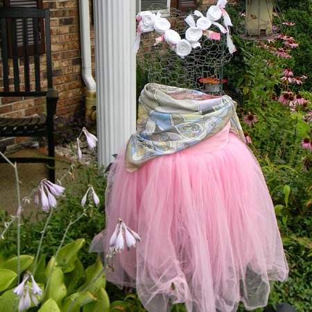 Fall Decorating Ideas :: DIY chicken wire garden ghost :: FineCraftGuild.com