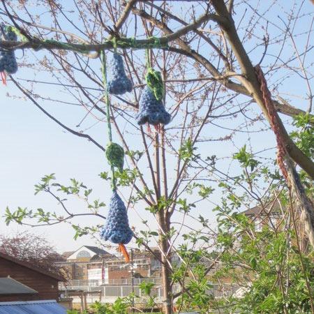 crochet_flowers_in_trees