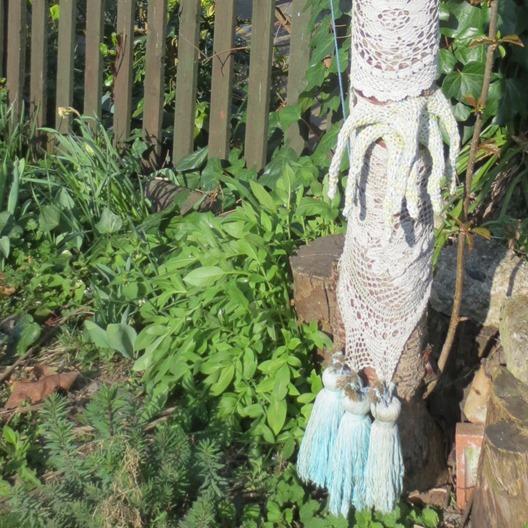 yarn_bombs_farm_london_uk