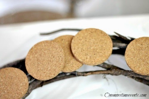 DIY Fall Decorations: Cork Wreath - cork placements
