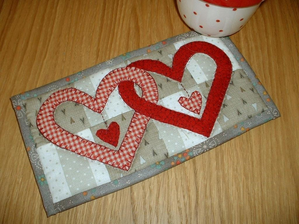 Valentine linked-Hearts Mug Rug Quilt Pattern