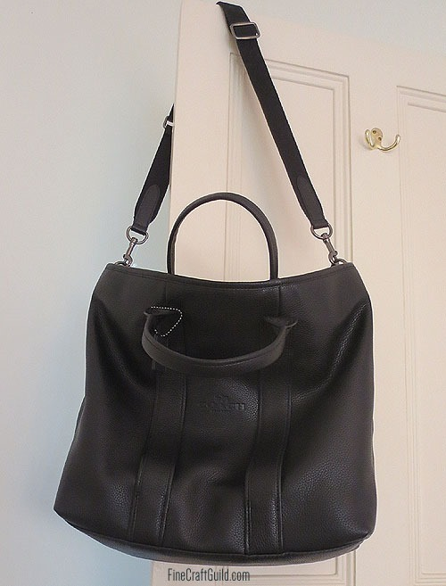 Get this Slick Slouchy Sling Bag Free Sewing Pattern :: FineCraftGuild.com