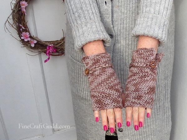 Elegant Fingerless Gloves Crochet Pattern :: FineCraftGuild.com