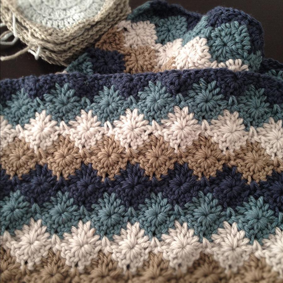 Harlequin stitch crochet baby blanket free pattern :: FineCraftGuild.com