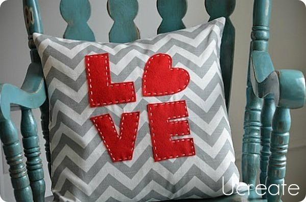 valentine_pillows_love_word_art