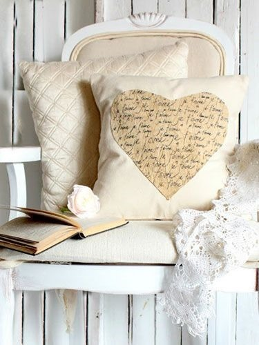 14 Valentine Pillows - Free Sewing Tutorials - FineCraftGuild.com :: assortment scripted_heart