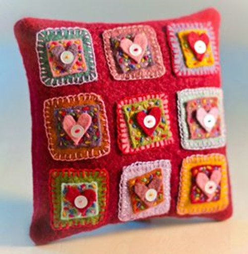 valentine_pillows_tiny_woolen_heart