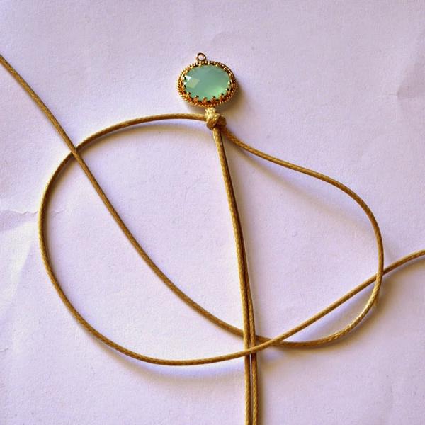 Macrame bracelet with gemstone