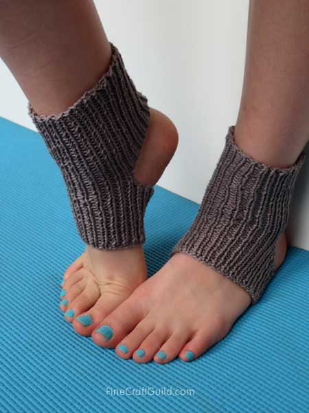 easy yoga socks knitting pattern - FineCraftGuild.com