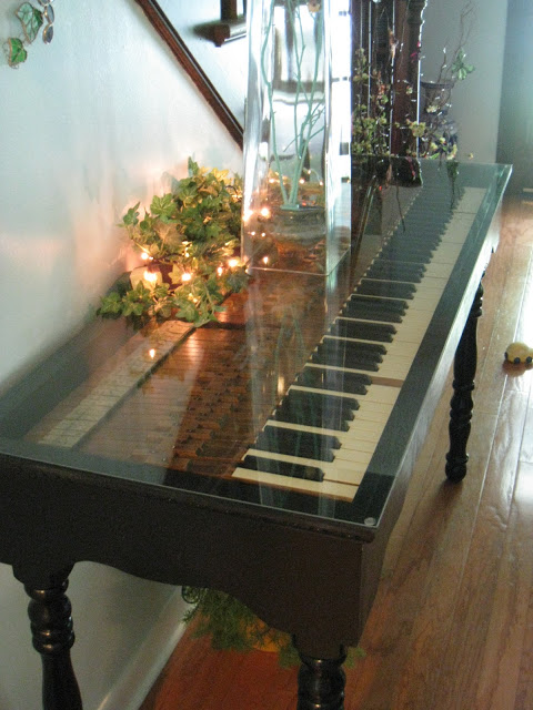 http://www.finecraftguild.com/wp-content/uploads/2015/07/piano_table.jpg