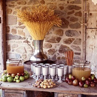 Fall_treats_decorating_with_apples