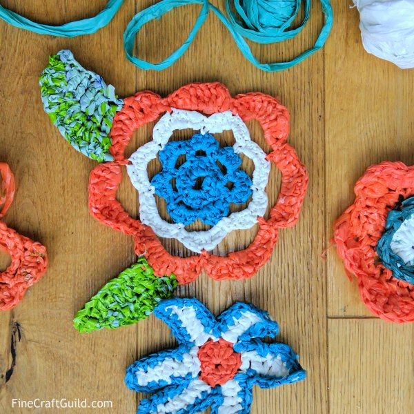 how to make plarn for crochet flower