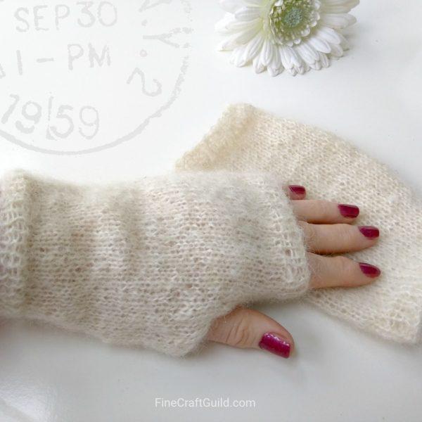 fingerless-gloves-white-mohair-easy1024