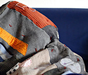 how to make a recycled sweater blanket diy tutorial