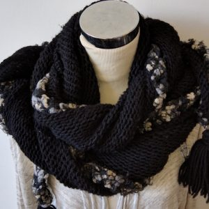knitting pattern triangle scarf with trim and tassels