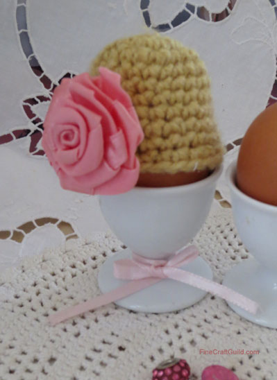 Easter egg cozy crochet pattern with rose